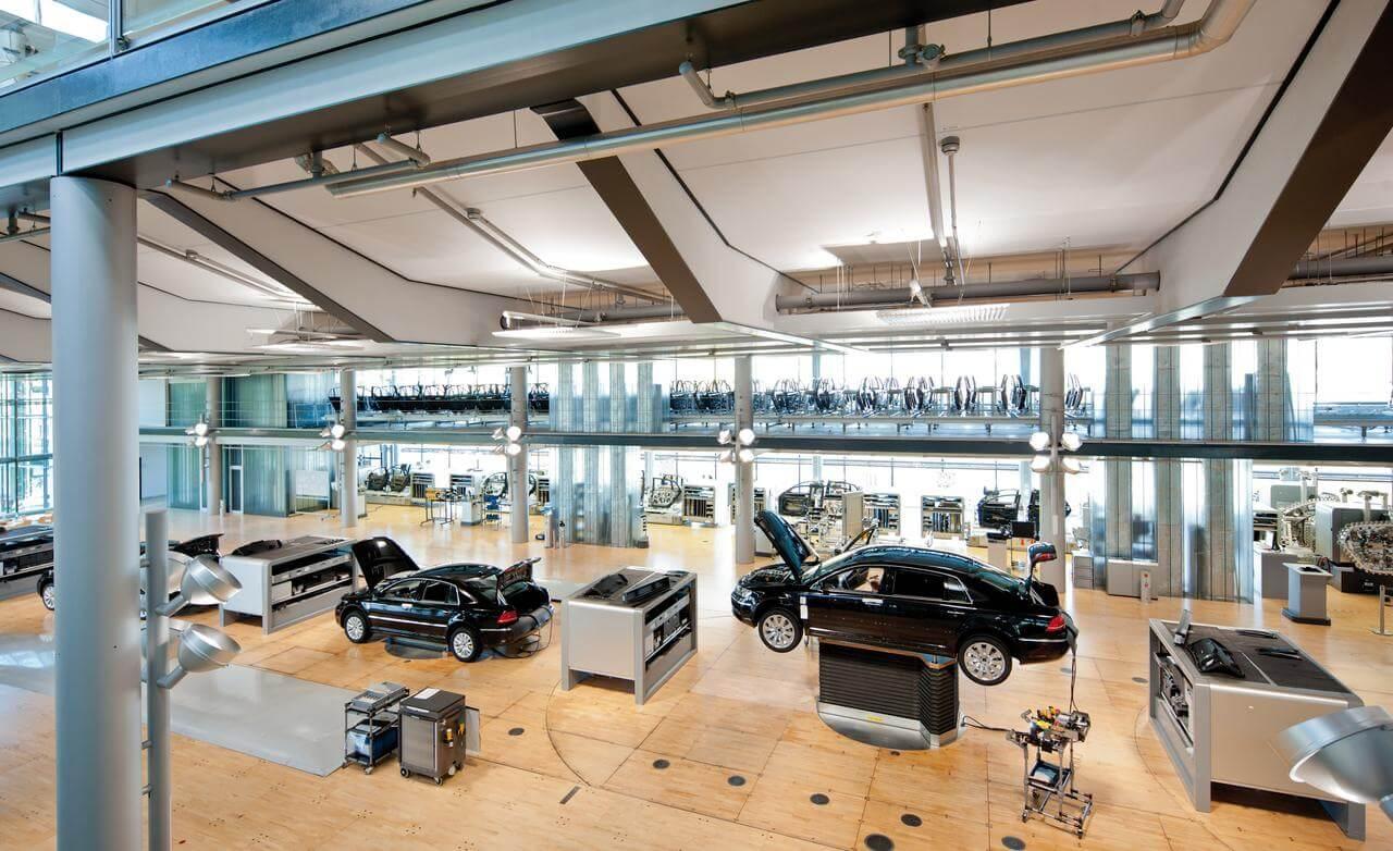 volkswagen-transparent-factory-in-dresden-germany-photo-521214-s-1280x782